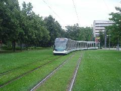 Strasbourg a francia villamosreneszánsz egyik legsikeresebb városa - nem elhanyagolható a futurisztikus járművek (Bombardier Eurotram) és a füvesített pályák szerepe., Strasbourg (forrás: Vitézy Dávid)