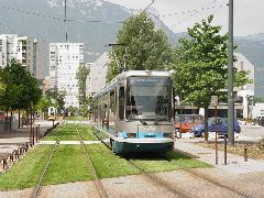 Grenoble: az alpesi francia város első villamosvonalán is már alkalmazták a füvesítést. (forrás: Vitézy Dávid)