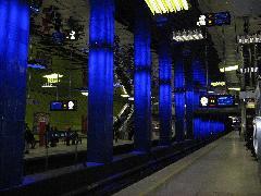 Münchner Freiheit metróállomásának felújításán egész nyáron dolgoztak. Az eredmény magáért beszél., München (forrás: Feld István Márton)