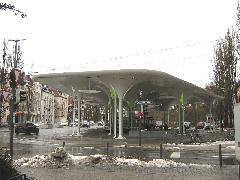 Az aacheni OX2 Architekten építésziroda által tervezett új villamos- és buszvégállomás Münchner Freiheit-nál, München (forrás: Feld István Márton)