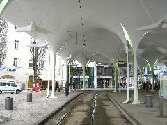 Mivel a müncheni villamosok egyirányúak, itt is hurokvégállomás épült. A fel- és leszállás ugyanazon a peronon történik., München (forrás: Feld István Márton)