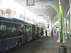 A végállomás túlsó felén állnak meg az észak felé menő buszok., München (forrás: Feld István Márton)