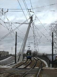Villamos érkezik a Tragseilbrückén Schwabing Nord felől., München (forrás: Feld István Márton)