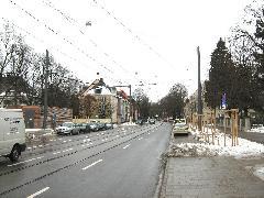 A 23-as üzemi kapcsolatát biztosító Parzivalstrassei vonal kissé szerencsétlenre sikeredett: a csökkentett vágánytengely-távolság miatt végig találkozási tilalom van érvényben a vonalon, ami megnehezíti a szakasz menetrendszerű használatát., München (forrás: Feld István Márton)