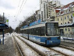 Az új városnegyedbe igyekvő utasok többsége Am Münchner Tor megállónál száll le., München (forrás: Feld István Márton)