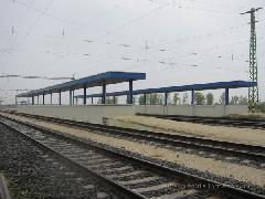 Két hatalmas peron, megarámpákkal az 1700 fős Tiszatenyő állomásán. Gazdag ország vagyunk., München (forrás: Feld István Márton)