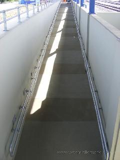 A 3500 lakosú Szajolban is vélhetően tömegével használják a mozgássérültek az állomás két hatalmas rámparendszerét., München (forrás: Feld István Márton)