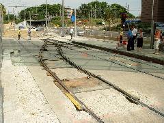 A kúszóváltó-telepítés - a francia példában szükséges részleges peronbontással együtt is - kb. 8 órát vett igénybe. (forrás: Vitézy Dávid)