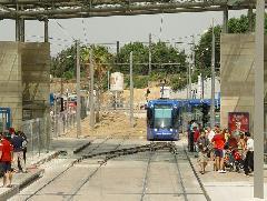 A kúszóváltót itt egy rövid vágányzár során használták, melynek során egy rövid szakaszon a villamosok az egyik vágányon közlekedtek mindkét irányban., Montpellier (forrás: Vitézy Dávid)