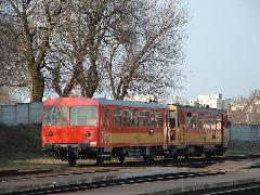 Személyvonat Győrszabadhegy állomáson a 11-es vonalon. A győri elővárosi forgalomban napi 4 pár vonattal legfeljebb kinevettetheti magát a MÁV. (forrás: Dobronyi Tamás)