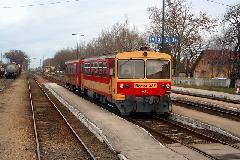 Személyvonat Kisbéren, az 5-ös számú, Székesfehérvár-Komárom vasútvonalon - a vonalnak a 45-ös vonal megnyitása után jelentős interregionális szerepe lehet. (forrás: Halász Péter)
