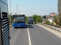 Át az M5-ös autópálya bevezetője fölött (forrás: Dorner Lajos)