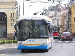 Előttem az utódom. A ZIU trolibuszok közül egyelőre egyet sem selejteznek, a nem kiadott járművek is megmaradnak tartalékban., Kossuth utca - Piac utca, Debrecen (forrás: Hajtó Bálint)