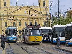 A bemutatón a dízelmotorral is felszerelt trolibuszokat a Városháza előtt állították ki., Piac utca, Debrecen (forrás: Hajtó Bálint)