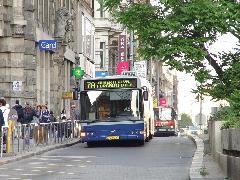 Az egymáshoz hangolt alapjáratok és az egymáshoz hangolt gyorsjáratok által javulhat a közlekedés egyenletessége a Rákóczi úti tengelyen., Ferenciek tere, Budapest (forrás: Vitézy Dávid)