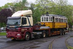 Érkezik a holland tréler a 2964-essel a DKV Rt. telephelyére, DKV Rt. telephelye, Salétrom u., Debrecen (forrás: Vincze János)