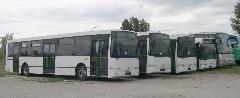 Az Alfa Busz Kft készített néhány bemutatókocsit, ezen kívül alig használt Volvo bemutatójárműveket is kínál. A képen balról az első három saját gyártású B7RLE-Localo, a negyedik Volvo 7000 100%-ban alacsonypadlós szóló városi busz, az ötödik Drögmöller-Volvo távolsági busz., Alfa Busz Kft telephelye, Ikarus gyártelep, Székesfehérvár (forrás: Istvánfi Péter)