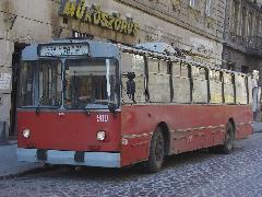 Innen nézve még úgy-ahogy elmegy, bár ütött-kopott, horpadt. De nézzük meg ugyanezen kocsi másik oldalát is!, Bethlen Gábor utca, Budapest (forrás: Babiczky Ákos)