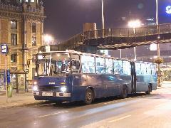 A régi járatok kilencszázas utódjain is nőtt az utasforgalom a kiterjedtebb hálózat hatására., Nyugati tér, Budapest (forrás: Hajtó Bálint)