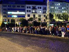 Többszáz Budakeszire hazautazni vágyó várakozó a Moszkva téren. Kritikus tömeg., Moszkva tér, Budapest (forrás: Varga Ákos Endre)