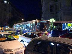 Budán a buszközlekedés teljesen ellehetetlenült, a biciklisek a hegyvidéki területekig feltorlasztották a kocsisort., Budapest (forrás: Varga Ákos Endre)