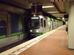 Ezüstszínű TW2500 szerelvény a földalatti-állomások egyikén, Hannover (forrás: Németh Zoltán Gábor)