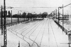Az Új Lóversenytérnél 1925-ben megépült villamos-végállomás: szükség is volt a hat vágányra!, Új Lóversenytér, Budapest (forrás: A főváros  tömegközlekedésének másfél évszázada)