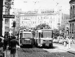 1986 májusában - a tavaszi BNV-re - közlekedő 29-es villamos egy 37-es mellett a Népszínház utcai végállomáson., Blaha Lujza tér (Népszínház utca) végállomás, Budapest (forrás: Uherkovich Péter)
