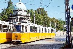 A 29-es villamos a Fiumei utat keresztezi az Orczy tér közelében., Salgótarjáni utca, Budapest (forrás: VEKE)