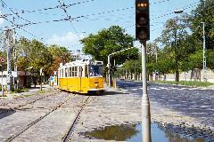 A 29Y jelzésű villamos a Fiumei útról kanyarodik a BNV irányába., Fiumei út, Budapest (forrás: VEKE)