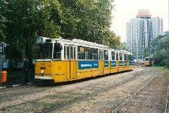 A végállomáson, háttérben az Expo szállóval., BNV főbejárat, végállomás, Budapest (forrás: VEKE)