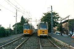 Egy érdekes kép: a 100Y és a 17-esből 1-esbe átszerelő kocsi egymás mellett!, Salgótarjáni utca, Budapest (forrás: VEKE)