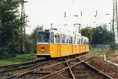 A Királyvágányt keresztező 100Y villamos., BNV főbejárat, végállomás előtt., Budapest (forrás: VEKE)