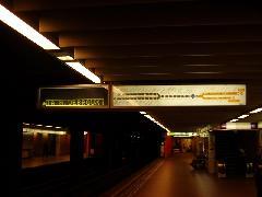 A brüsszeli metróállomásokon nem csak azt láthatjuk, mikor ment el az előző metró, hanem azt is, mikorra várható a következő., Brouckere, Brüsszel (forrás: Németh Attila)