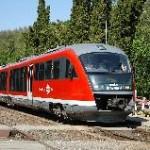 Desiro-motorvonat Porva-Csesznek megállóhelyen, a 11-es Győr-Veszprém vasútvonalon. A színvonalas győri elővárosi közlekedés feltételei adottak, már csak az általunk javasolt, kínálati menetrendet kellene bevezetni. (forrás: Dobronyi Tamás)