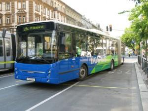A jármű már otthonosan mozog Budapesten. (Forrás: Mihályfi Márton)