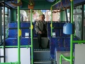 """A midibusz hátuljában kialakított """"kakasülő"""". (Forrás: Kemsei Zoltán)"""