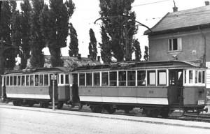 A két háború közötti idõbõl származó tízablakos ikerkocsi (forrás: Régi magyar villamosok)
