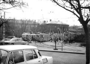 A Nagyvárad téri végállomás már a hetvenes években, UV-szerelvényekkel (forrás: VEKE)