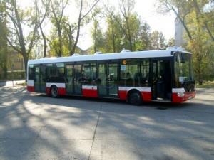A szóló NB 12-es busz a Főpályaudvar végállomáson (fotó: Major András)