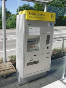 """Nem működik, viszont érmét, bankjegyet, kártyát is elfogad(na), és nem csak """"helyi"""" jegyet lehet vásárolni (fotó: Müller Péter)"""