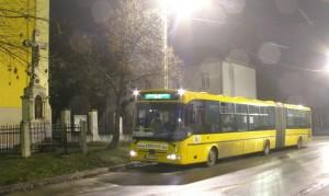 Szilveszteri járat 2009 utolsó éjszakáján a győrszentiváni templom előtt (fotó: Hajtó Bálint)