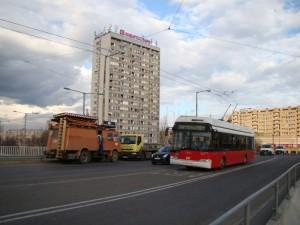 7. ábra: az első Solaris az első troli a buszsávban