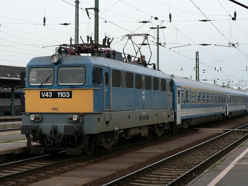 A MÁV egyik legsikeresebb járműve, a V43-as villanymozdony is licensz alapján készült a Ganz-MÁVAG-ban