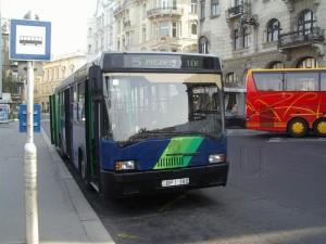 A Március 15. térről már nem indul busz, de a BPI-380 ma is szolgál a 21-es vonalcsoporton
