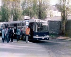 Látszik a sürgés-forgásból, hogy mindenki kíváncsi az új buszra