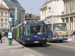 """A hosszú 5-ös busz """"túl jól"""" sikerült, mindig tele van utassal."""