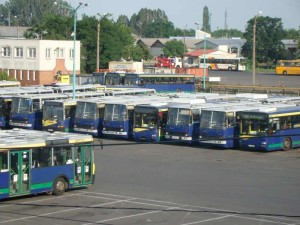 Már 2012 tavaszán is tele volt az MVK Zrt telephelyén az udvar működésképtelen, félreállított buszokkal.  Milliárdos érték ebek harmincadján.