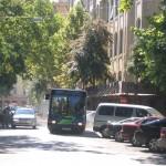 Midibusszal sűrűbb és színvonalasabb kiszolgálás biztosítható a Belvárosban; s a szűk utcákban is jobban elférnének a buszok. Természetesen nem a mai elavult járművekkel.