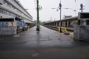 Déli szellem pályaudvar. Az ide vezető vasúti alagút támfala megcsúszott, a vonatforgalmat így átmenetileg le kellett állítani.